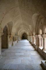 INTÉRIEUR DU CLOÎTRE DE L'ABBAYE DE FONTENAY (12 éme Siècle) Cote d'Or BOURGOGNE FRANCE