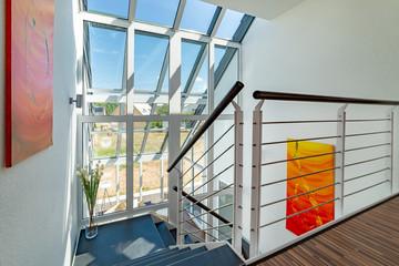 Treppenhaus, Treppenaufgang, hell und modern