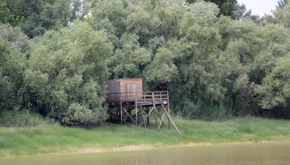 cabane au bord de l eau