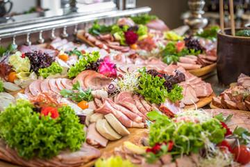 Obraz Wiejski stół - catering - fototapety do salonu