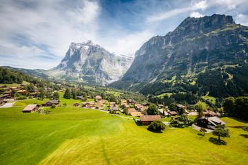 壁紙(ウォールミューラル) - Sunny view of alpine Eiger village. Location place Swiss alps, Grindelwald valley.