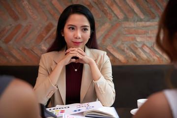 Female entreprneur condicting meeting