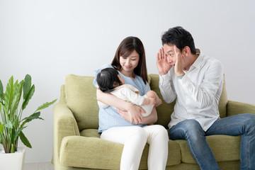 家族イメージ、あやす、いないないばあ、パパ、父親
