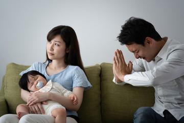 家庭崩壊のイメージ、謝る、謝罪する