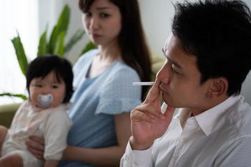 赤ちゃんの受動喫煙イメージ
