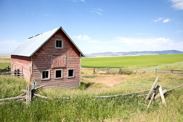 Photograph of an old barn in the country