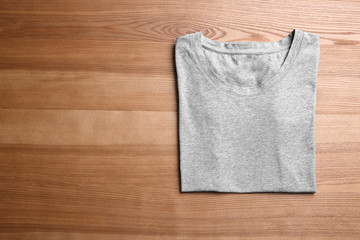 Blank gray t-shirt on wooden background