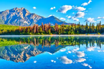 Foto auf Acrylglas Blau Sunrise Over Patricia Lake in Jasper National Park