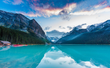Spoed Foto op Canvas Bergen Sunset at Lake Louise, Rocky Mountains Canada