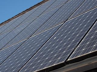 Solardach, Solarpanels, Holz, Holzschindeln