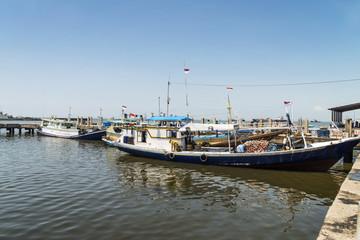 Sulawesi, Makassar ;  Der Fischereihafen mit seinen typischen Fischerbooten.