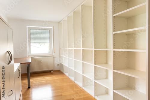 Raum Büro Regal Leer Schrank Schreibtisch Stockfotos Und