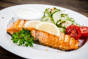 Salmon steak and vegetables