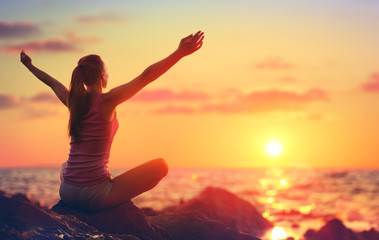 Fototapeta Relaxation And Yoga At Sunset - Girl With Open Arms Looking Ocean  obraz