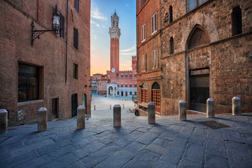 Fototapete - Siena. Cityscape image of Siena, Italy with Piazza del Campo during sunrise.