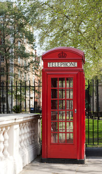 Telefonzelle in Mayfair, Mount Street Gardens, London, England, Grossbritannien, United Kingdom, Vereinigtes Königreich, UK, GB