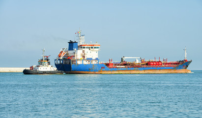 Oil tanker and tugboat