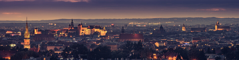 Poster Cracovie Krakow, Poland night panorama of historical old city