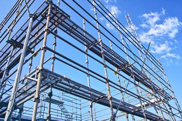 新築住宅の建設現場の足場
