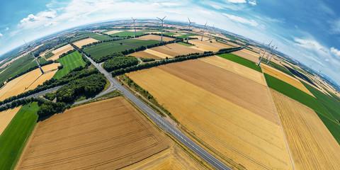 Luftbild Felder vor Wörrstadt mit Windkraftanlage und Autobahn