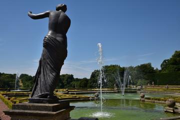 Fontaine et statue du jardin de Blenheim, Angleterre