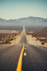 Fototapete - Classic highway scene in the American West