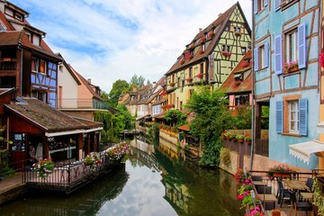 Fototapete - Morning view with reflections in the beautiful canals of Colmar, Alsace, France