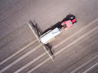 Gülleausbringung auf Ackerland, Luftbild