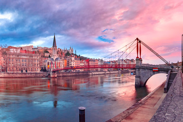 Foto auf AluDibond Rosa hell Saint Georges church and footbridge across Saone river, Old town with Fourviere cathedral at gorgeous sunset in Lyon, France
