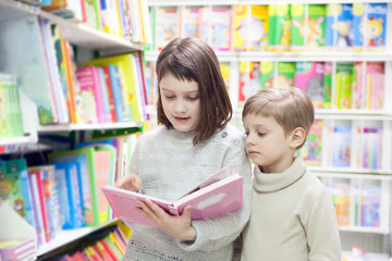 girls of 8 and 6 years in shop choosing books