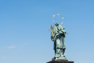 Statue religieuse sans tête