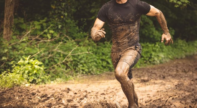 Fit man training over obstacle course