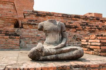 statuette de buddha dans un temple