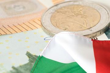 Flagge von Italien und Euro Geldscheine und Münzen