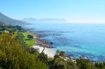 panorama costiero in Sudafrica nella false bay