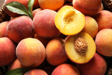 Photo sur Toile Fruits Fresh sweet ripe peaches as background