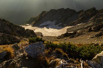 朝日に照らされる御前沢雪渓