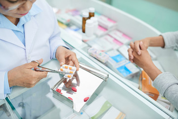 Pharmacist cutting package