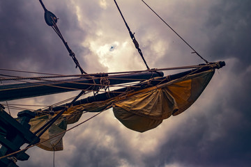 Tuinposter Schip Sails on an old sailing ship