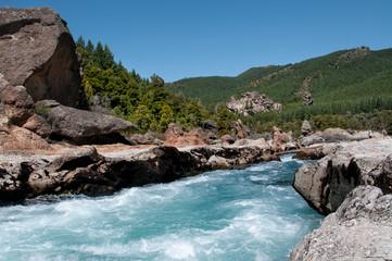 Aguas azules en los rápidos del rio Caleufú, departamento Lacar, San Martin De Los Andes, Argentina.