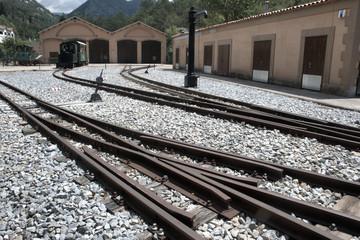 Railes del viejo tren de una colonia industrial
