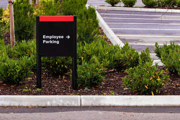Employee parking sign in a parking lot with arrow
