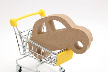 ショッピングカートと車 車購入イメージ