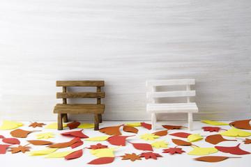 対談 秋 季節 落ち葉 ベンチ 散歩道 傍