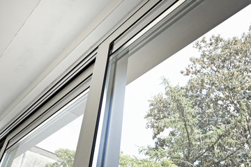 Sliding glass door and his ventilation system