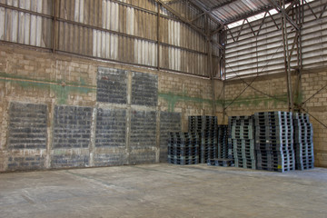 Old warehouses with pallets and some storage. Old warehouses also have storage facilities.