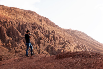 Photographer taking landscape photos in the Tamlalt cliffs