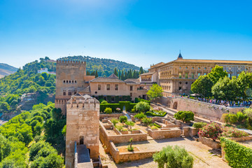 Papiers peints Con. ancienne Aerial view of the Alhambra in Granada, Andalusia, Spain.
