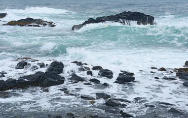 黄金岬の波濤