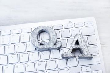 Q&A、質問、回答、ビジネス、キーボード